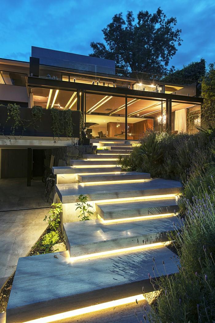Bậc thang ngoài trời kết hợp với đèn LED-Khúc nhạc tươi vui trong bóng chiều lãng mạn