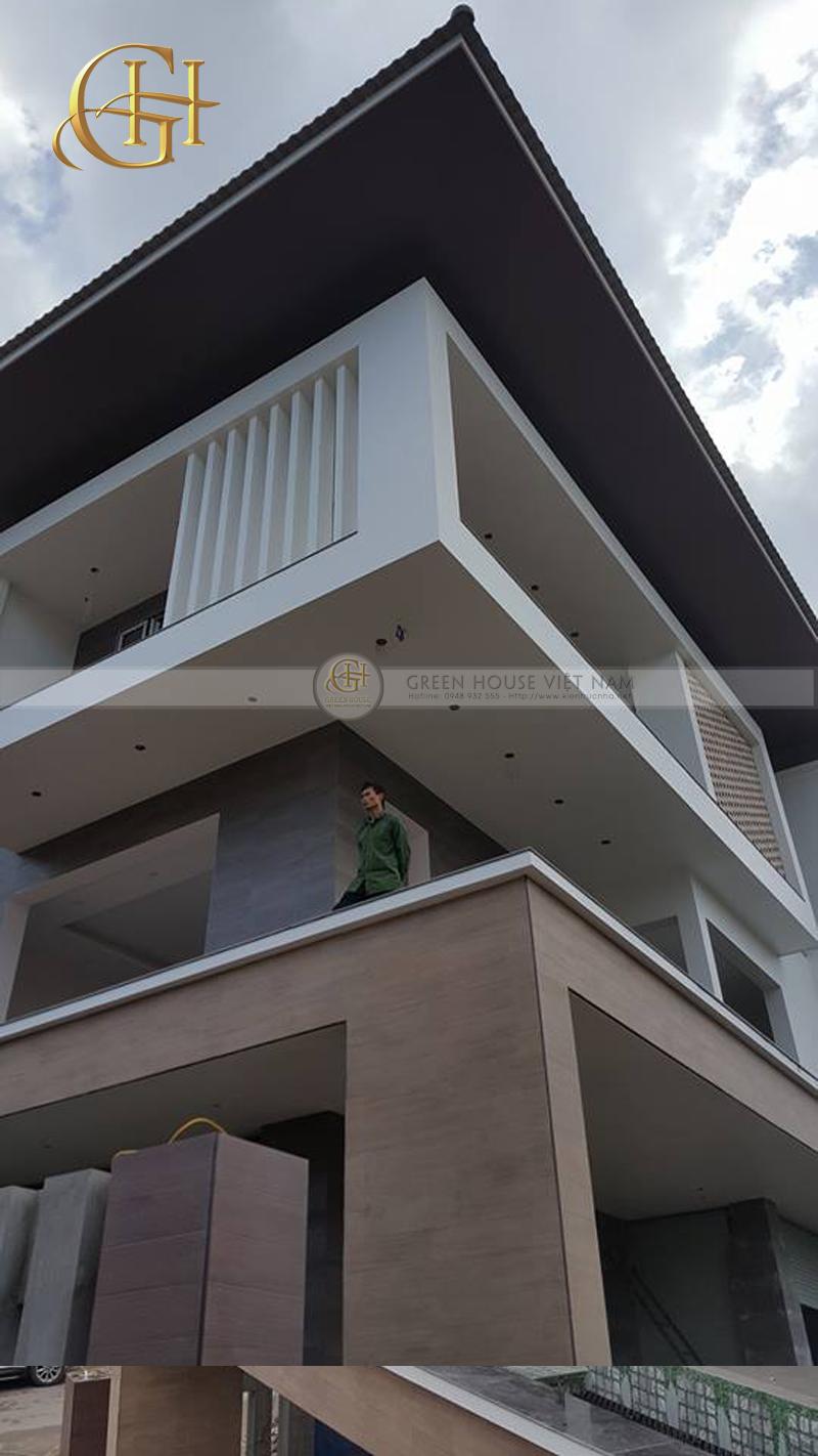 Hình ảnh thi công biệt thự 3 tầng mái Thái hiện đại