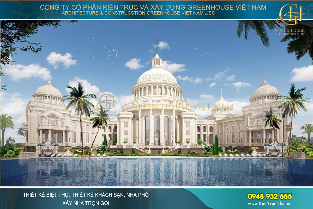 Hồ nước trong suốt như gương tôn thêm vẻ đẹp cho công trình đẳng cấp hoàng gia